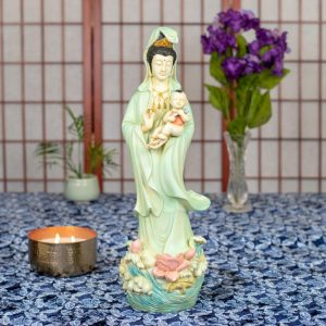 Estatua Kuan Yin bebé en brazos