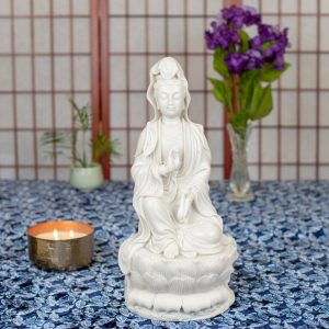 Estatua Kuan Yin enseñando mudra